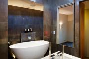 Фото 5 Черная ванная комната — тренд сезона: 65 стильных идей дизайна в черном цвете