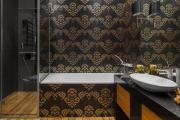 Фото 2 Трендовый монохром: создаем дизайн интерьера черной ванной комнаты