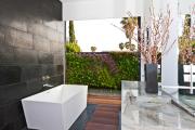 Фото 3 Трендовый монохром: создаем дизайн интерьера черной ванной комнаты