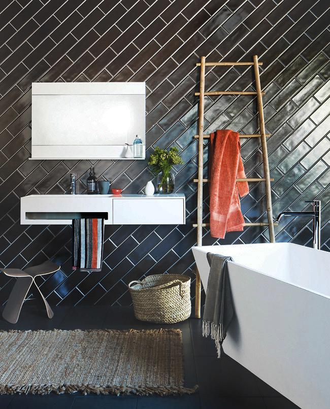 Один из популярных видов оформления ванной комнаты - в черном цвете