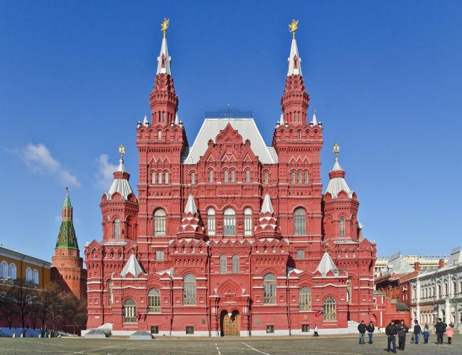 Русский стиль прекрасно сочетается с неоготикой