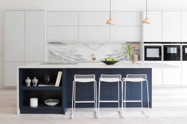 Лаконичная кухня в стиле футуристического минимализма