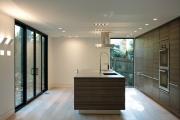 Фото 10 Варианты функциональной планировки и дизайн интерьера кухни 17 кв. метров