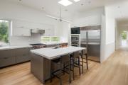 Фото 19 Варианты функциональной планировки и дизайн интерьера кухни 17 кв. метров