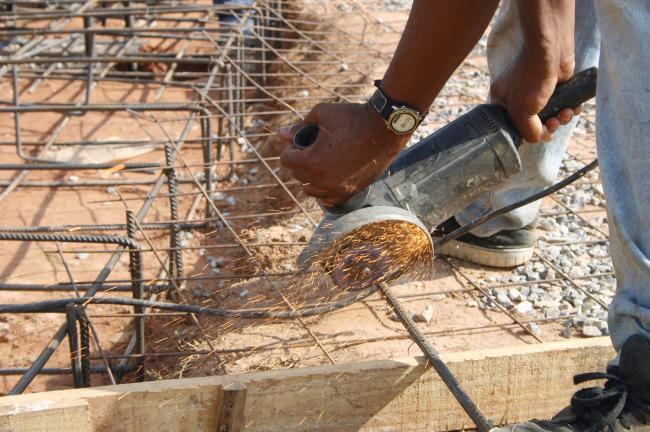 Во время возведение постройки необходимо позаботиться об армировании стен
