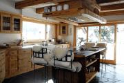 Фото 7 Альпийская романтика: 60+ теплых и уютных фотоидей для кухни в стиле шале