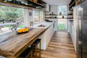 Фото 3 Дизайн кухни вдоль окна (60+ фото и идей планировки): безусловный стиль и эргономика