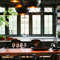 Дизайн кухни вдоль окна (60+ фото и идей планировки): безусловный стиль и эргономика фото