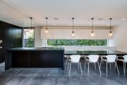 Фото 6 Дизайн кухни вдоль окна (60+ фото и идей планировки): безусловный стиль и эргономика