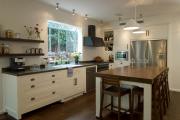 Фото 11 Дизайн кухни вдоль окна (60+ фото и идей планировки): безусловный стиль и эргономика