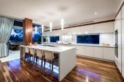 Фото 12 Дизайн кухни вдоль окна (60+ фото и идей планировки): безусловный стиль и эргономика