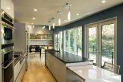 Фото 17 Дизайн кухни вдоль окна (60+ фото и идей планировки): безусловный стиль и эргономика