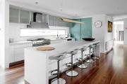 Фото 22 Дизайн кухни вдоль окна (60+ фото и идей планировки): безусловный стиль и эргономика