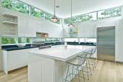 Фото 23 Дизайн кухни вдоль окна (60+ фото и идей планировки): безусловный стиль и эргономика