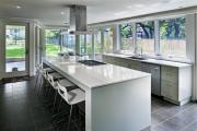 Фото 2 Дизайн кухни вдоль окна (60+ фото и идей планировки): безусловный стиль и эргономика