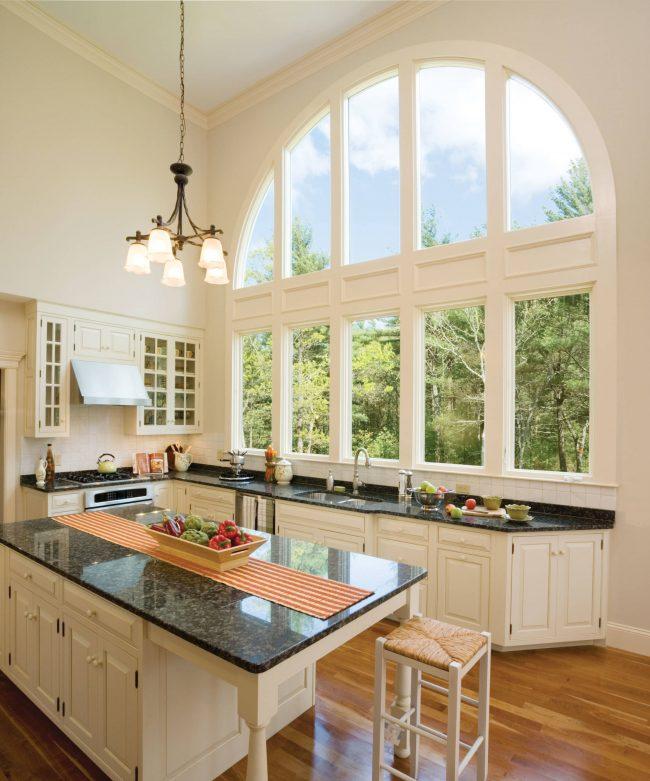 Панорамное закругленное окно - финальный акцент для интерьеров в стиле кантри, прованс, рустик и шебби-шиб