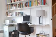 Фото 9 Маленький компьютерный стол (65 фото): лучшие компактные решения при небольшом бюджете