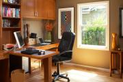 Фото 11 Маленький компьютерный стол (65 фото): лучшие компактные решения при небольшом бюджете