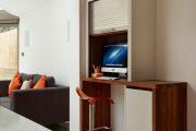Фото 2 Маленький компьютерный стол (65 фото): лучшие компактные решения при небольшом бюджете