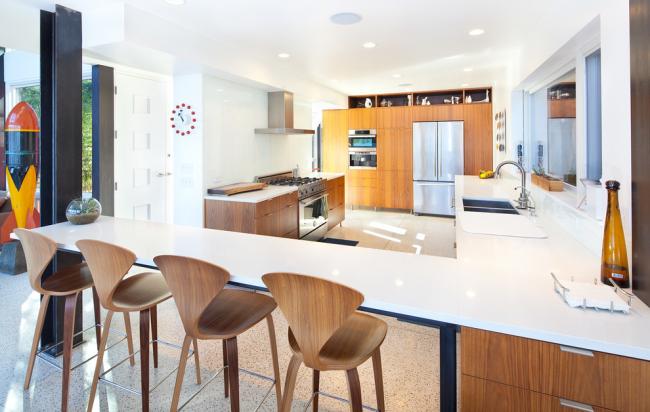 Кухонный стол, объединенный со столешницей
