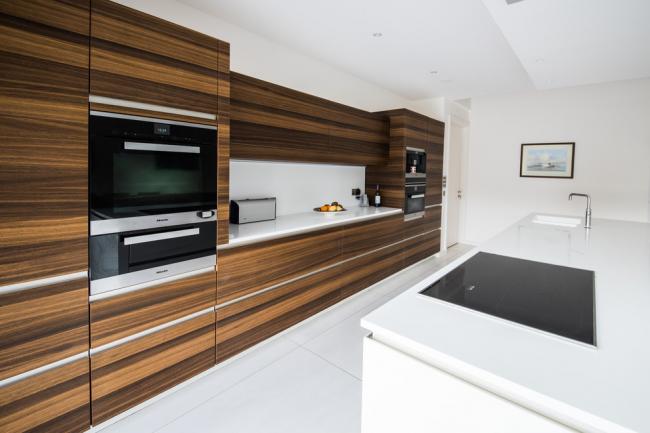 Красивая кухня, оформленная в стиле минимализм