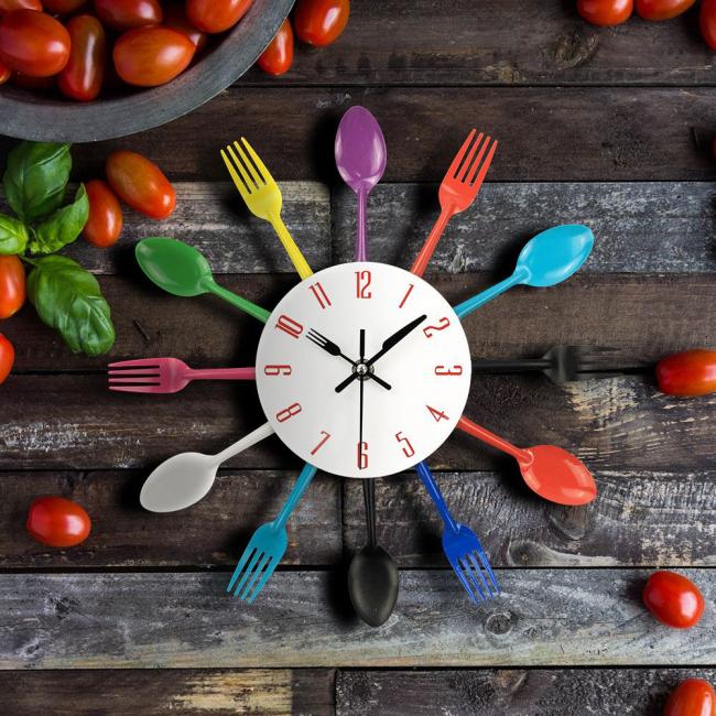 Пластиковые столовые приборы помогут разнообразить интерьер кухни