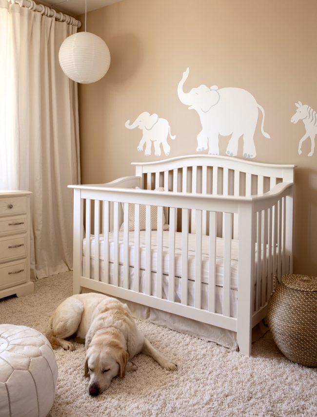 Лаконичные белые шторы - вневременное дизайнерское решение для детской!