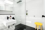 Фото 19 Чистый минимализм: 60+ лаконичных идей для ванной в скандинавском стиле