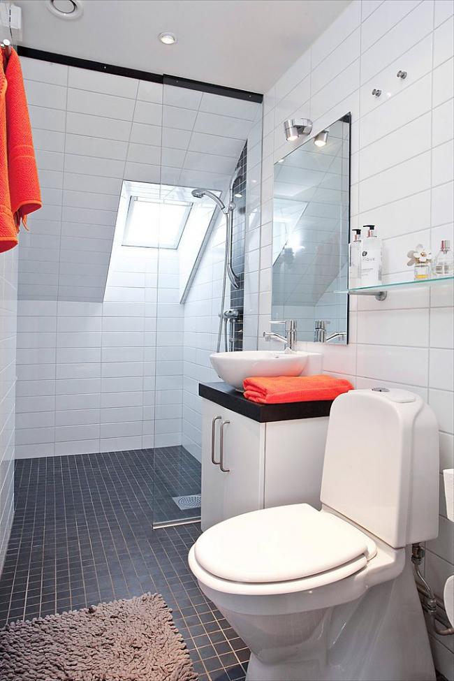 Нехитрый прием разбавления лаконичности интерьера - детали, - в данном случае контрастные полотенца