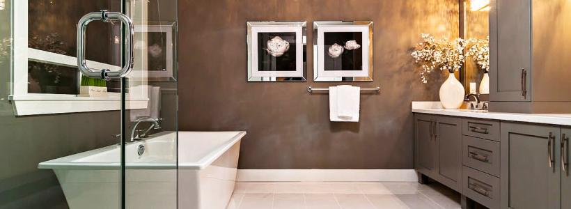 Стеклообои в ванной: дизайнерские особенности, преимущества и уход за ними