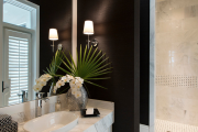 Фото 1 Стеклообои в ванной: дизайнерские особенности, преимущества и уход за ними