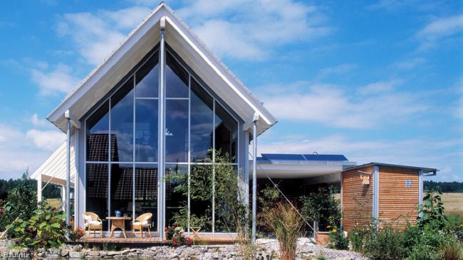 Отражающее стекло более дорогой, но практичный материал для прозрачных домов