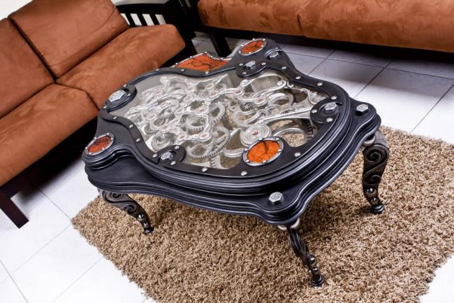 Журнальный столик с механизмом, выполняющим декоративную роль