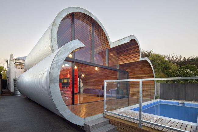 Уникальные дом-облако, скомбинирован из металла и дерева