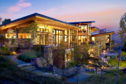 Фото 10 Строительство дома на склоне: обзор проектов, способы и особенности возведения