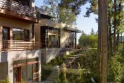 Фото 13 Строительство дома на склоне: обзор проектов, способы и особенности возведения