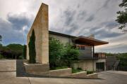 Фото 22 Строительство дома на склоне: обзор проектов, способы и особенности возведения