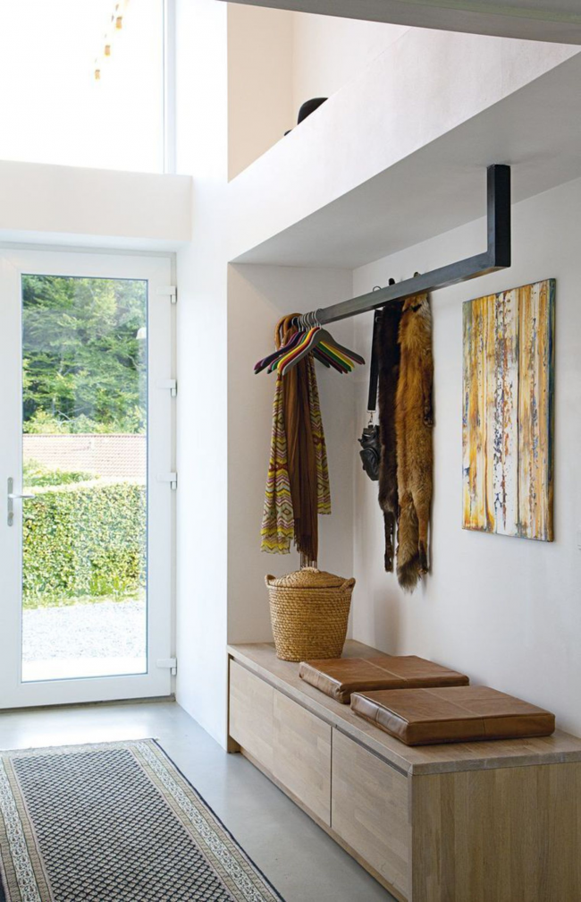 Застекленная дверь отлично сохранит микроклимат в тамбуре и подарит много дневного света