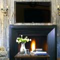 Секреты гармоничного и удобного дизайна гостиной с телевизором над камином фото