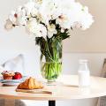 Экономия места без ущерба удобству: как выбрать стол и стулья для маленькой кухни? фото