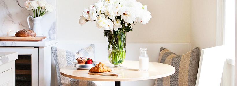 Экономия места без ущерба удобству: как выбрать стол и стулья для маленькой кухни?