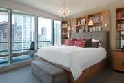 Фото 10 Шкафы в спальню над кроватью: интерьерное применение, материалыи установка