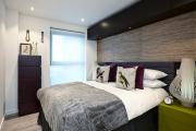 Фото 14 Шкафы в спальню над кроватью: интерьерное применение, материалыи установка