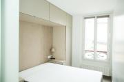Фото 18 Шкафы в спальню над кроватью: интерьерное применение, материалыи установка