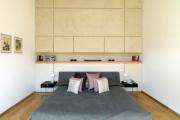 Фото 23 Шкафы в спальню над кроватью: интерьерное применение, материалыи установка