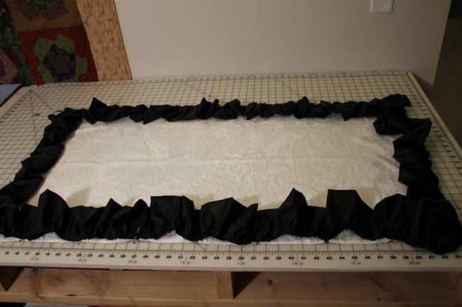 Периметр одеяла можно декорировать волнистой каймой