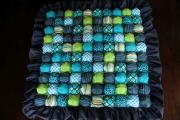 Фото 21 Одеяло бомбон (85+ фото): уютные идеи своими руками и пошаговый мастер-класс