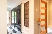 Фото 2 Как выбрать фасады для шкафов-купе? Виды, материалы и рекомендации дизайнеров