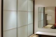 Фото 18 Как выбрать фасады для шкафов-купе? Виды, материалы и рекомендации дизайнеров