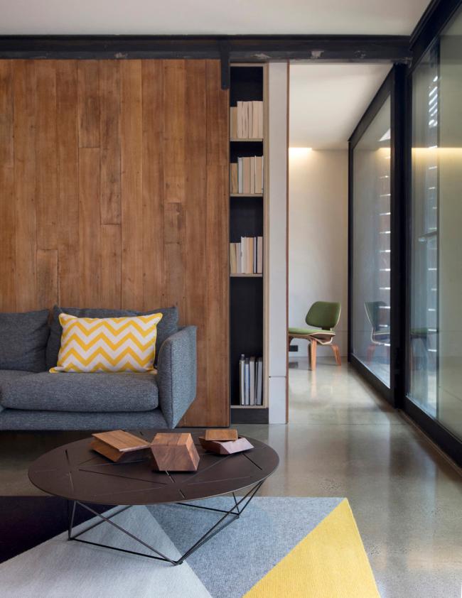 Интерьер уютной гостиной в стиле модерн